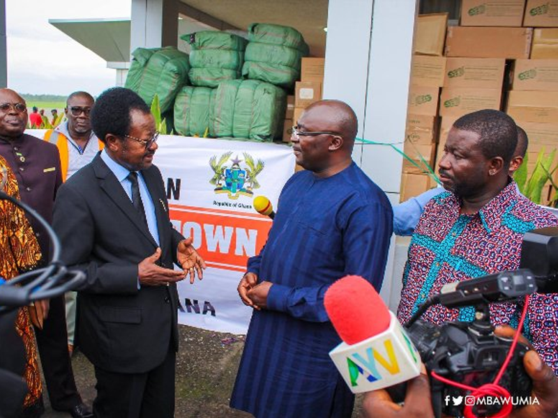 Bawumia delivers relief items to Sierra Leone on Ghana's behalf