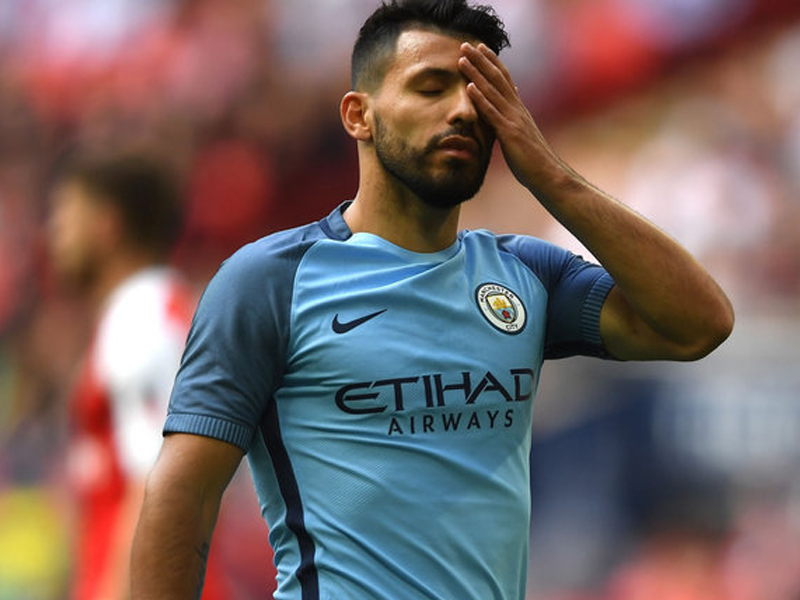 Manchester City striker Sergio Aguero fractures ribs in auto accident