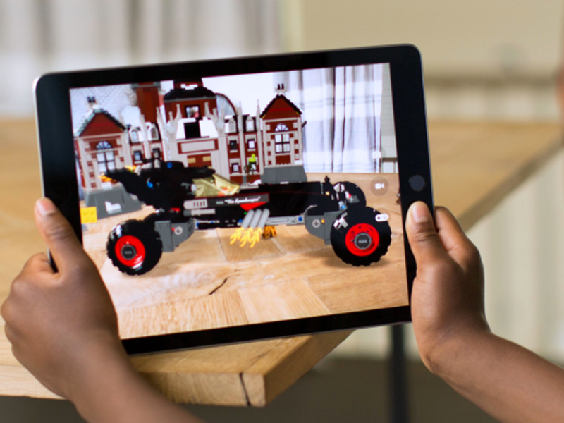 Apple Aims to Introduce Augmented Reality System in 2020