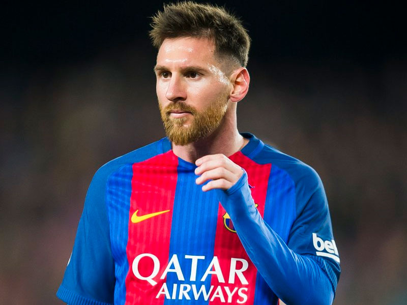 Two English giants make a bid for Lionel Messi