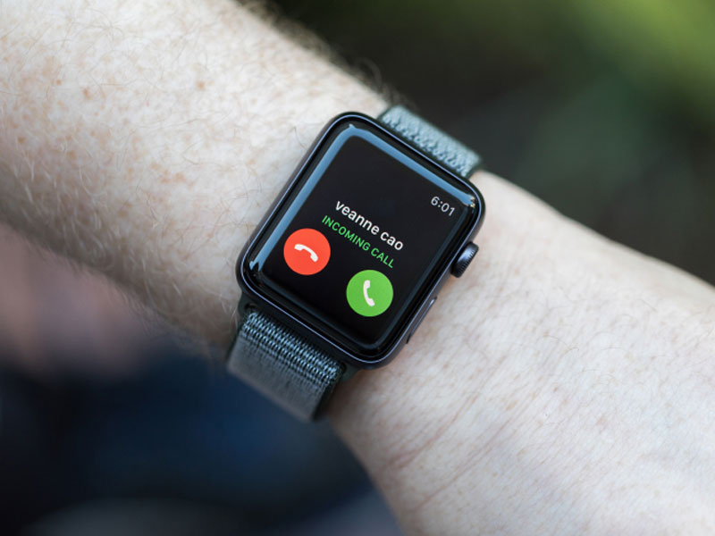 18 million AppleWatches shipped in 2017; breaks Fitbit's record