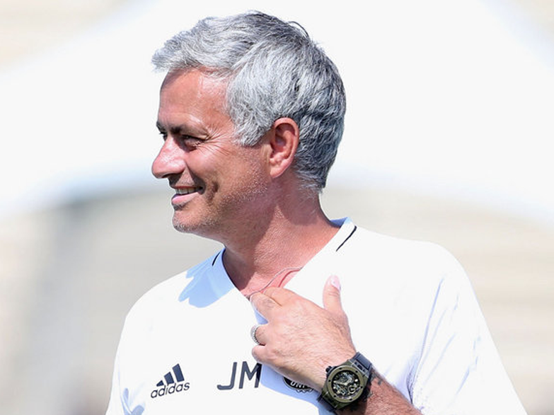Mourinho blasts 'the worst manager in the history of the PL'