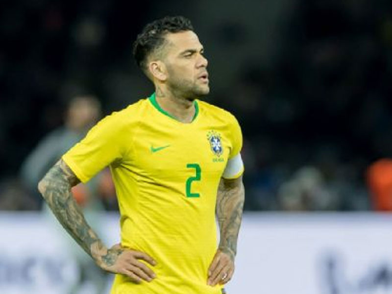 Brazil to give clarity on Dani Alves' availability this weekend