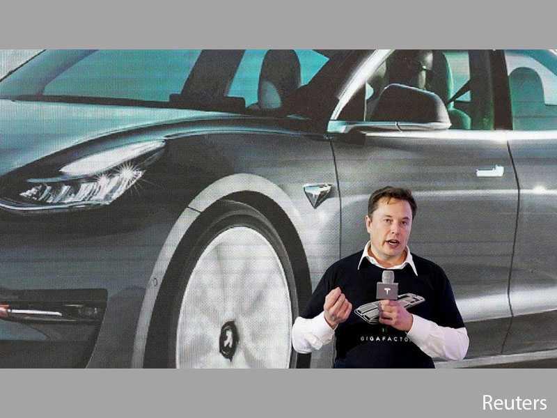 Elon Musk affirms new Tesla Roadster has been deferred to 2022